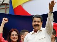 El presidente de Venezuela Nicol�s Maduro y su esposa Cilia Flores durante el acto de gobierno celebrado en Caracas.