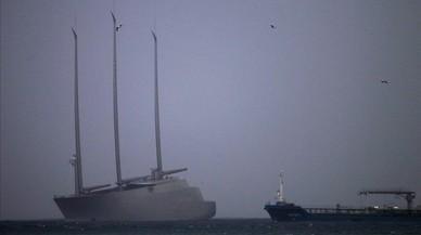 El yate a vela mas grande del mundo, el Sailing Yatch A, retenido en Gibraltar.