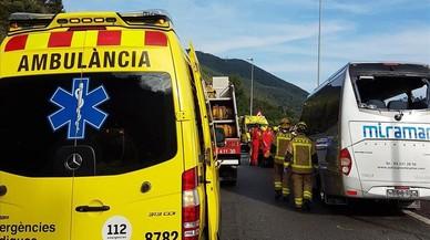 Dos morts en un accident d'un microbús al túnel del Figaró