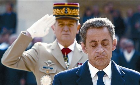 El presidente Sarkozy asiste al funeral de una figura popular de la resistencia francesa contra los nazis, ayer.