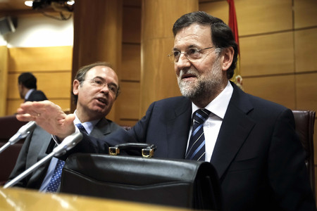 El jefe del Ejecutivo, Mariano Rajoy (derecha), junto al presidente del Senado, Po Garca Escudero, durante la reunin del grupo popular en la Cmara alta.