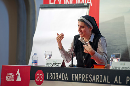 "La monja benedictina Teresa Forcades en su ponencia en la 23 ""Trobada empresarial al Pirineu"""