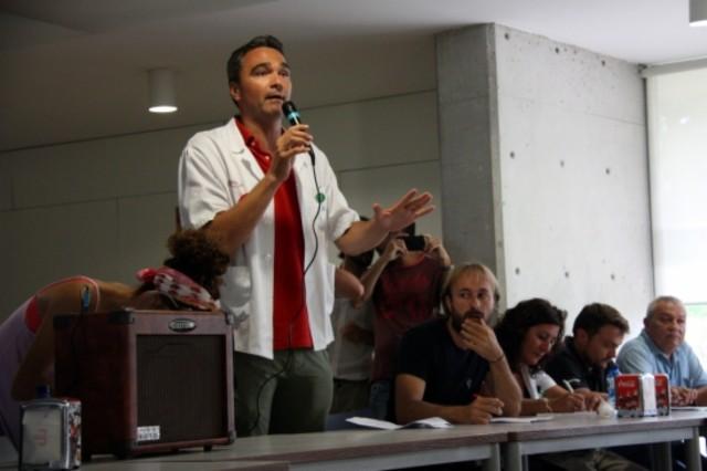 El portavoz de la Junta de Personal del Hospital de Bellvitge, Ramon Montoya, abre la asamblea