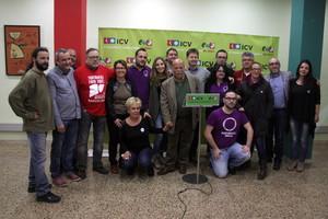 Foto de familia de miembros de ICV, EUiA y el colectivo És possible de Badalona.