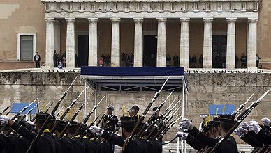 Grecia. Tensiones  sociales crecientes.Luchas  políticas. - Página 3 1427303182309