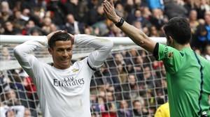 Cristiano, junto a Undiano Mallenco, en el encuentro ante el Sporting