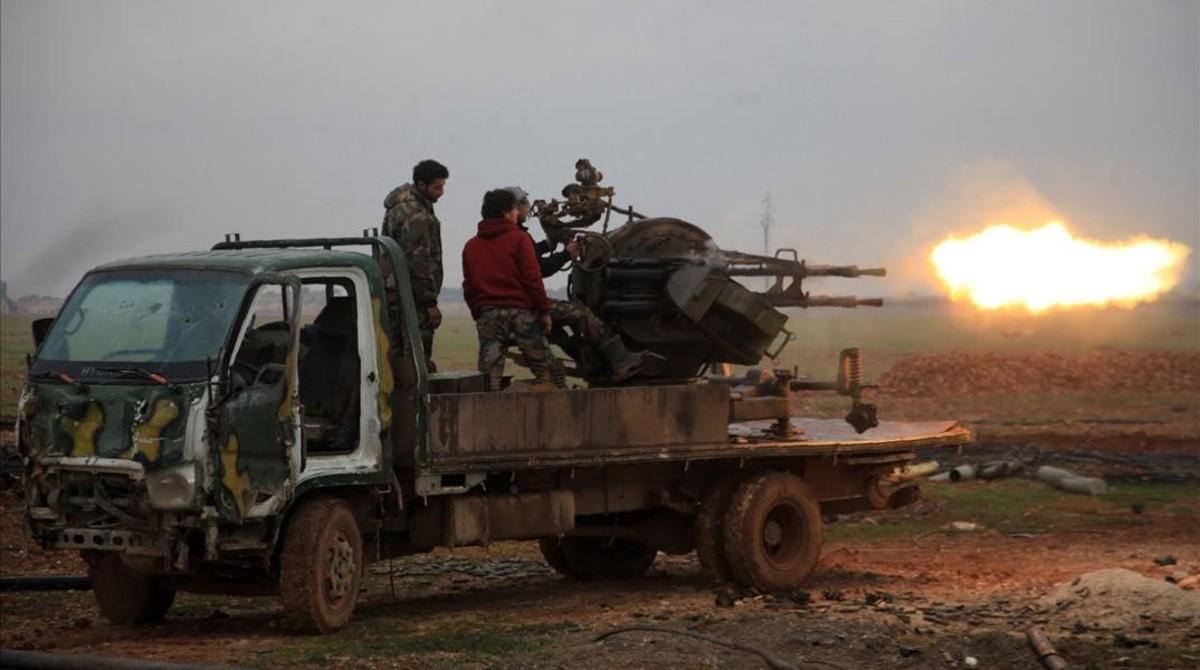 Fuerzas del régimen sirio atacan al Estado Islámico cerca de la ciudad de Alepo.