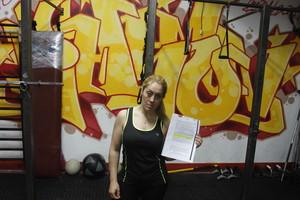 Sonia Miras sostiene su sanción en un gimnasio de Barcelona.