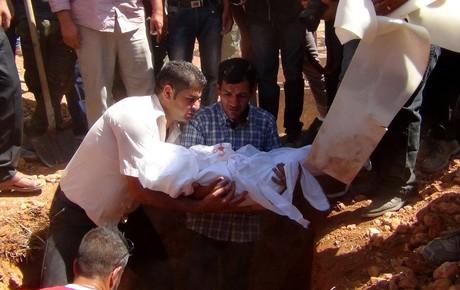 Abdul� Kurdi entierra el cuerpo de su hijo de tres a�os, Aylan, en su ciudad natal, Kobane.