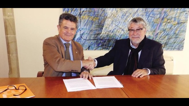 El alcalde de Cornell�, Antonio Balm�n, y el presidente de PIMEC Baix Llobregat-Hospitalet. FOTO: PIMEC.