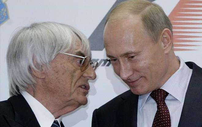 Bernie Ecclestone y Vladimir Putin, el Primer Ministro de Rusia, en un encuentro celebrado en Sochi.
