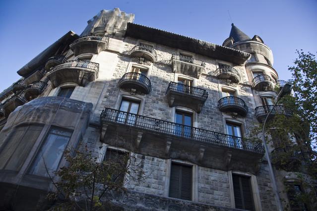 El govern saca a subasta la casa bur s y otros 12 edificios - Casas de subastas en barcelona ...