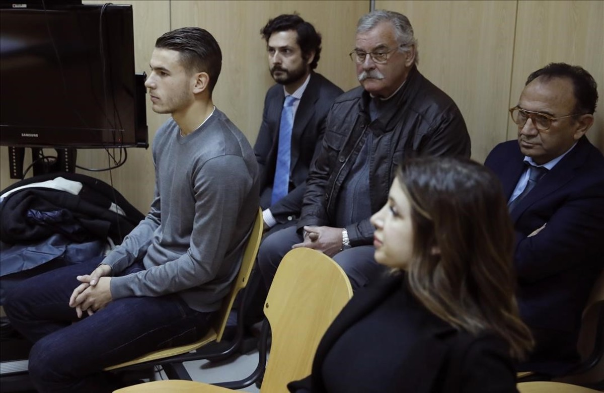 El futbolista Lucas Hernández y su expareja Amelia De la Ossa en una imagen del juicio del pasado día 21 de febrero