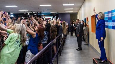 Clinton desferma la 'selfimania'