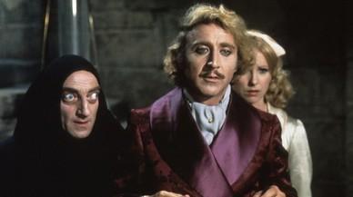 Gene Wilder, entre Marty Feldman y Teri Garr, en 'El jovencito Frankenstein'.