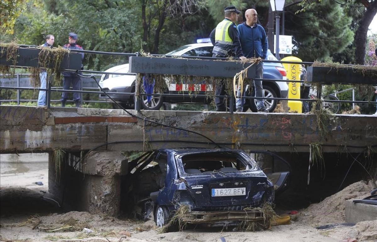 Vehículo en cuyo interior falleció un vecino de Mataróal ser arrastrado por el agua con su vehiculo en la riera de Cabrils.
