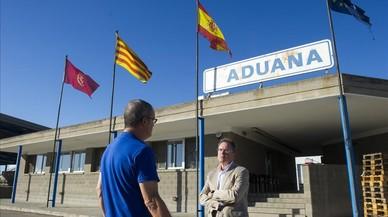 Joan Serentill ante el edificio de la aduana de Lleida.