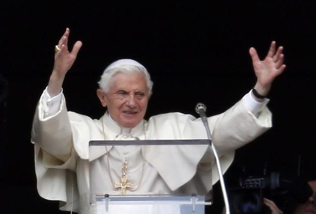"""El Papa asegura en su último Ángelus que su retiro """"no significa abandonar la Iglesia"""""""