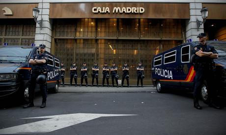 Piden la daci n en pago ante una oficina de bankia - Oficinas bankia madrid ...