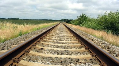 Muere un menor arrollado por el tren mientras se hacía fotos en las vías