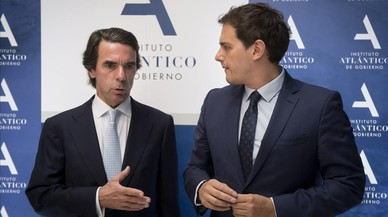 """Rivera defiende ante Aznar que """"el futuro pasa por nuevas políticas"""" y """"nuevos políticos"""""""
