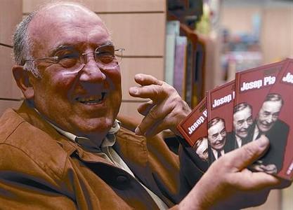 L'autor Josep Valls, que va disfrutar de llargues converses amb Pla, ahir a Figueres.