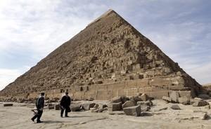 La gran pirámide de Keops, en Giza, a las afueras de El Cairo