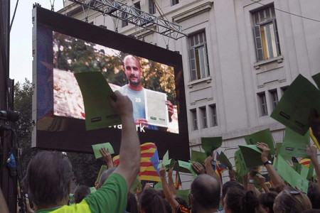 El vdeo de Guardiola, proyectado al final de la manifestacin.