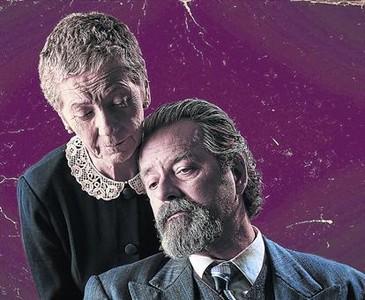 Rosa Novell y Abel Folk, en una de las escenas de 'L'�ltima trobada'.