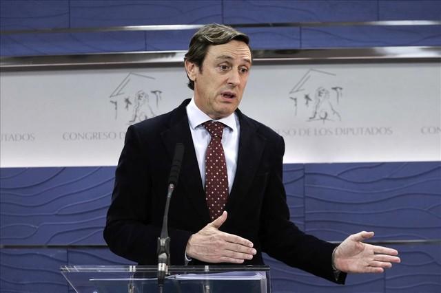El portavoz parlamentario del PP, Rafael Hernando, en rueda de prensa en el Congreso.