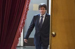 El president Carles Puigdemont, en en el Parlament, el jueves.