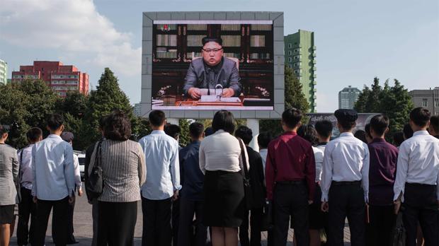 Kim Jong-un amenaza con domar con fuego al viejo chocho estadounidense de Trump