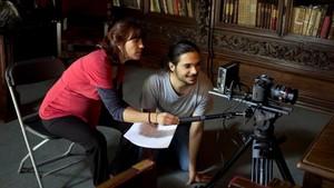 La directora Neus Bailus durante el rodaje de Amb titol.