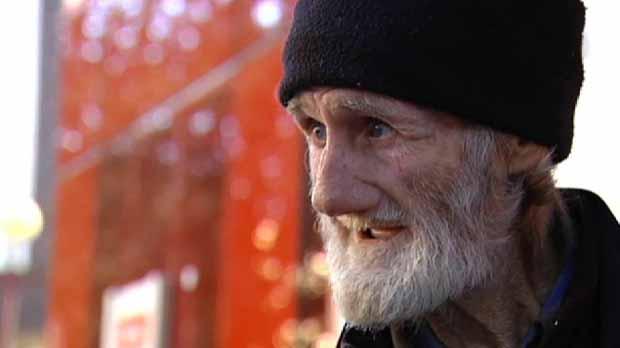 Ofereixen una vivenda a un home de 71 anys que vivia al carrer des den fa 15