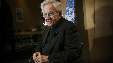 """Noam Chomsky: """"Fins i tot si no guanya, Trump serà molt perillós"""""""