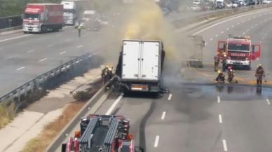 L'AP-7 pateix retencions per l'incendi d'un camió