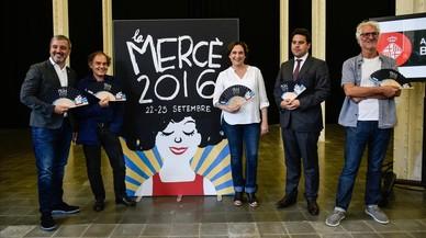 Jaume Collboni, Javier P�rez And�jar, Ada Colau, Patrick Klugman y Miguel Gallardo, junto al cartel de las fiestas de la Merc�.