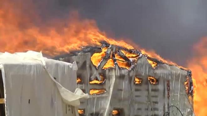 Gairebé 200 barraques de temporers, devastades per les flames a Lepe