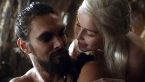 Drogo y Daenerys en la serie 'Juego de Tronos'.