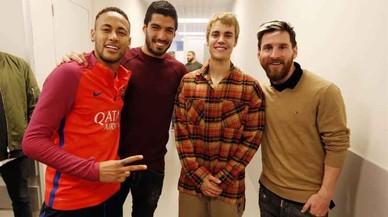 Justin Bieber 's'entrena' amb les estrelles del Barça