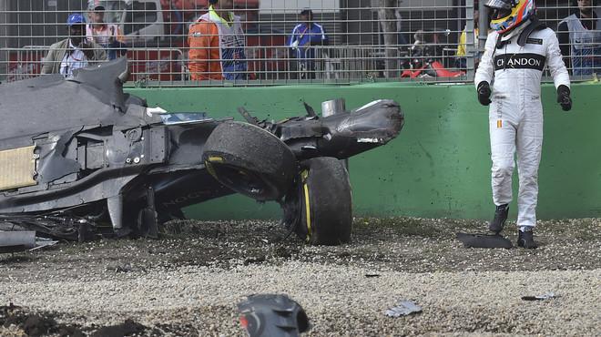 Fernando Alonso mostra les seves ferides de guerra