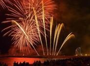 Fuegos artificiales en la playa de la Barceloneta en las fiestas de la Merc� del 2015