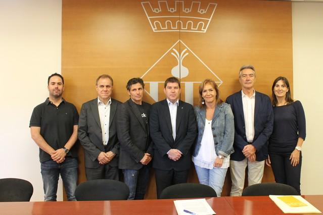 Sabadell se suma a la campa a 39 mulla 39 t per l 39 esclerosi for Piscinas municipales hospitalet