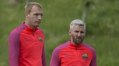 Mathieu, junto a Messi, en el entrenamiento del martes.
