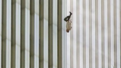 La història de 'The falling man', una de les fotografies més terribles de l'11-S