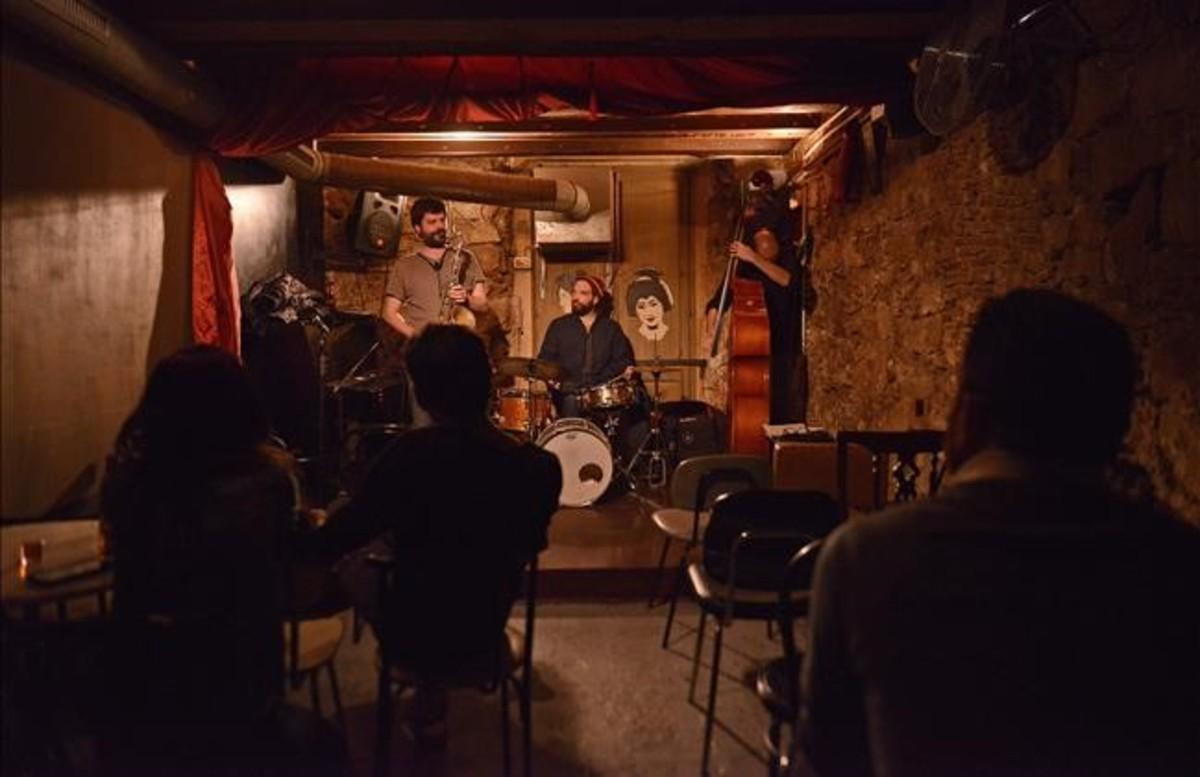 Todos los bares de Barcelona podrán ofrecer música en directo