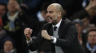 Guardiola celebra uno de los goles del Manchester City.