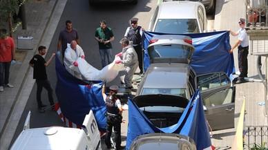 Hallazgo del cadáver de un hombre en un coche aparcado en el distrito de Sants-Montjuïc.