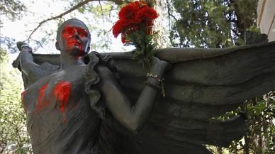 Los vigilantes del cementerio de la Almudena piden más seguridad