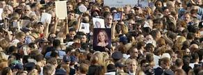 Centenars de persones es van reunir a la zona zero per recordarles víctimes un any després dels atemptats.